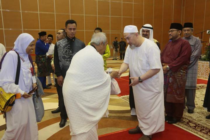 KDYMM SPB YDA XV Sultan Muhammad V Berkenan Mengucapkan Selamat Jalan Kepada Jemaah