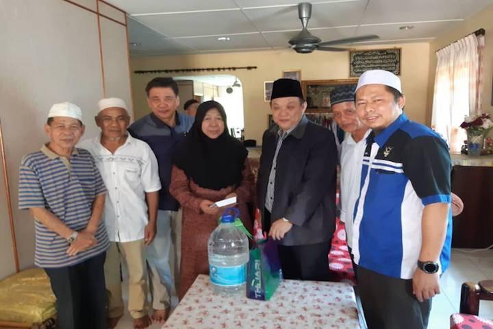 TH Menziarahi Waris Allahyarham Awang Omar bin Awang Narawi di Sarawak