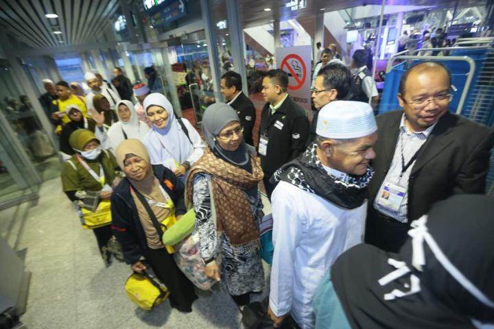 Hajj Malaysian Pilgrims First Return Flight Arrived in Malaysia.