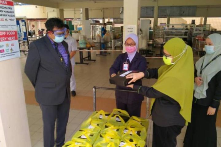 Agihan Pek Makanan COVID-19 Sabah kepada Petugas Barisan Hadapan di Hospital Kanak-Kanak dan Wanita Kota Kinabalu